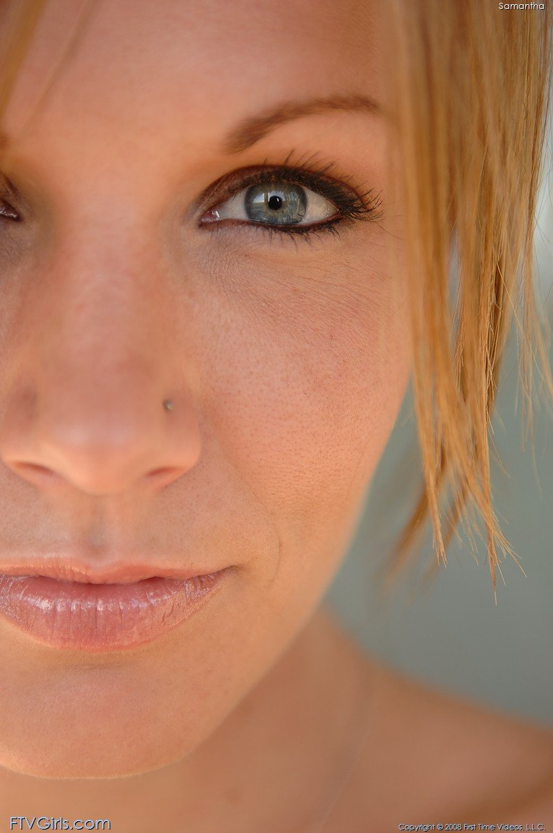 Redheaded babe gives you amazing close-ups of her